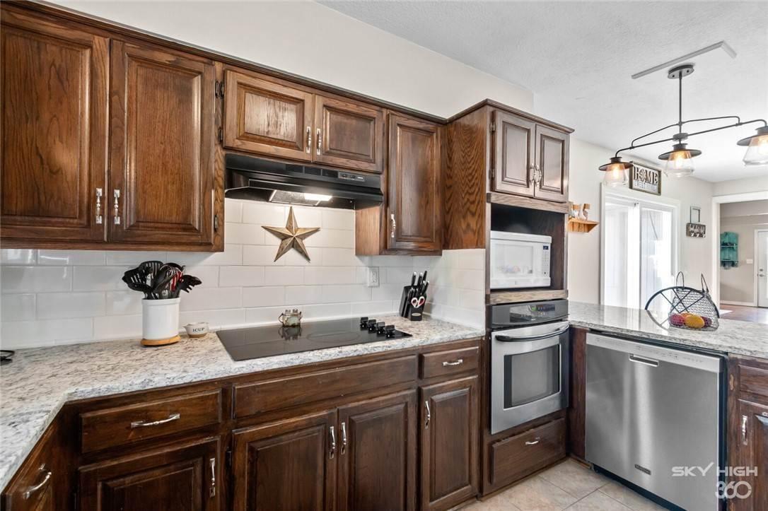 8. Single Family Homes for Sale at 304 Hale Road Elkins, Arkansas 72727 United States