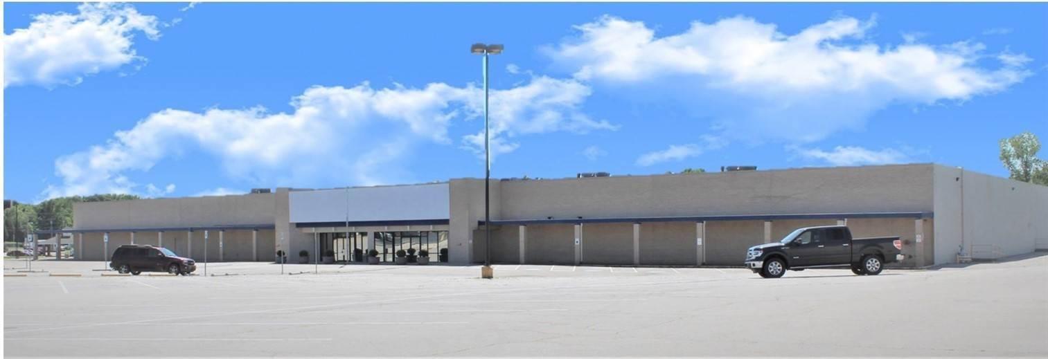 Commercial at 322 Cloverleaf Plaza Van Buren, Arkansas 72956 United States